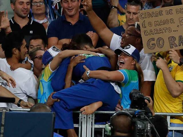 Rafaela Silva do Brasil comemora
