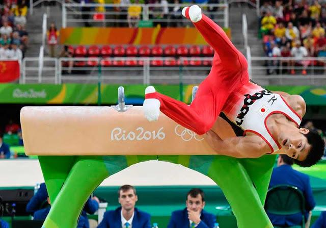 O japonês Koji Yamamuro cai do cavalo com alças