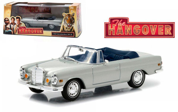 "miniatura 1969 Mercedes 280 SE Convertible Top Up Damaged with Tiger ""The Hangover"" Movie (2009) 1/43 Diecast Model Car by Greenlight"