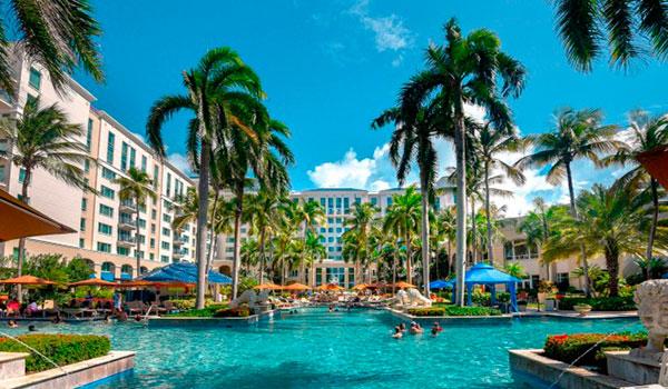 The Ritz-Carlton piscina