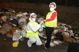 Marido encontra o anel da esposa em meio a 9 toneladas de lixo